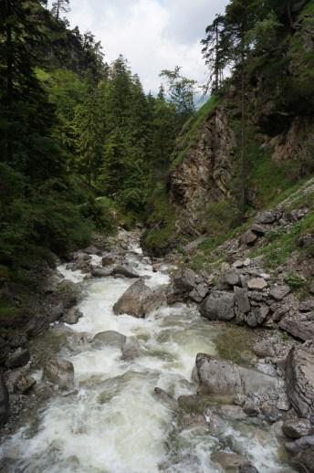 Tosende Wassermassen am Fuße der Kuhfluchtfälle © Gipfelfieber.com