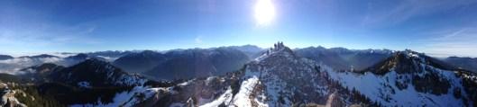 Gipfelpanorama Richtung Süden mit Zugspitze und Teufelstättkopfgipfel © Gipfelfieber.com