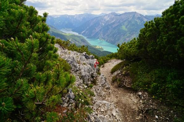 Abstieg mit Blick auf den Achensee © Gipfelfieber.com