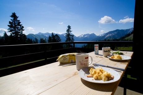 Frühstück mit traumhaftem Ausblick © Gipfelfieber.com