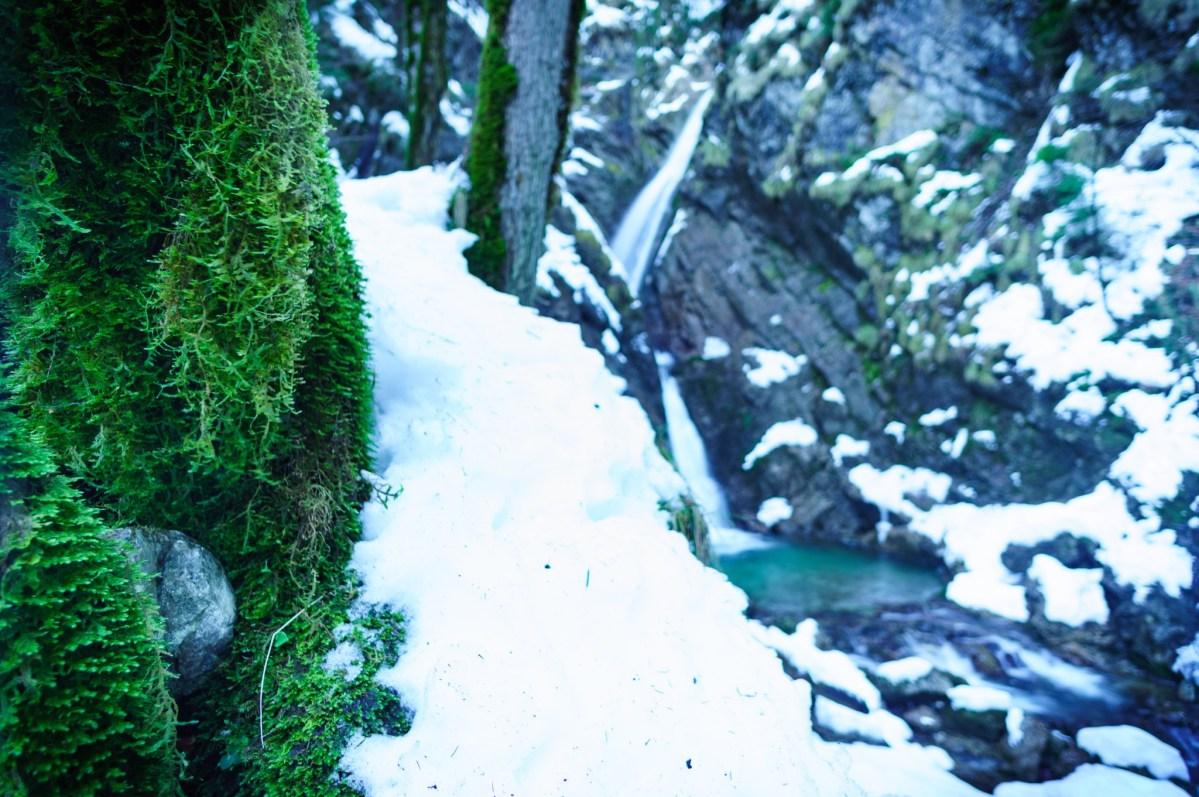 Wasserfälle im Priental: Winterwandern zum Talgraben-Wasserfall
