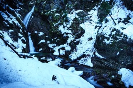 Der Wasserfall stürzt in zwei Etagen nach unten ©Gipfelfieber