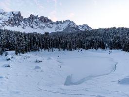 Der Karersee am Wintermorgen ©Gipfelfieber