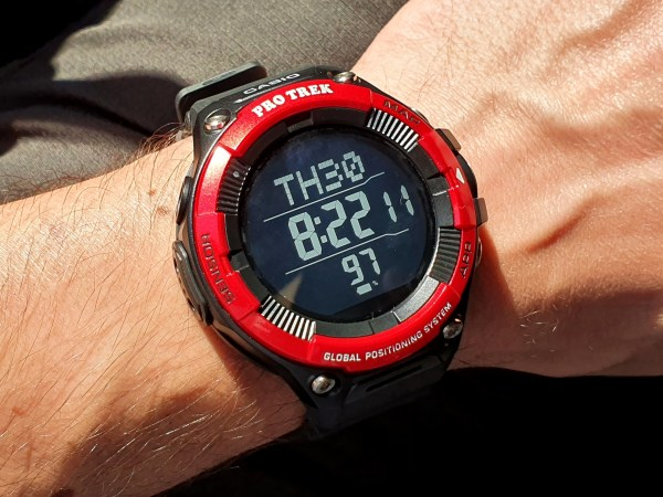 Casio Pro Trek Smart WSD-F21HR Smartwatch mit Schwarzweiß-Display