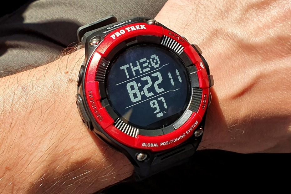 Casio Pro Trek Smart WSD-F21HR Smartwatch mit Schwarzweiß-Display