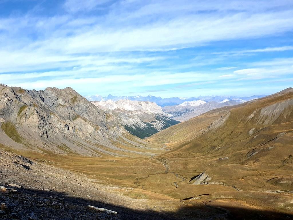 Tag 3 Hannibal Trek: Blick zurück vom Col du petit Malrif bis zum Écrins Nationalpark