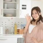 台所にいる女性