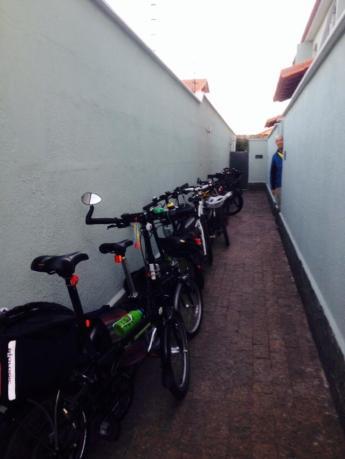 O corredor do conjunto onde moro virou bicicletário!