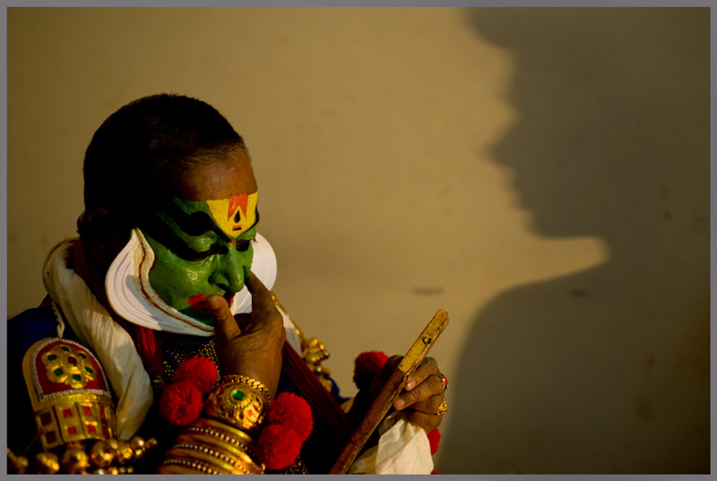 Kalamandalam Gopi Asshan with his deciple just before the performance, 2010