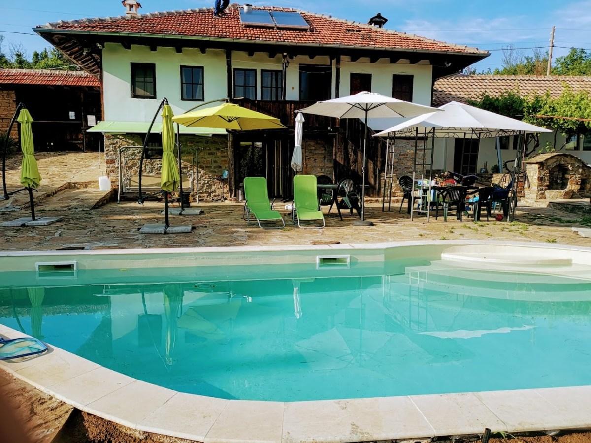 Чуден басейн във Вила Гиргина