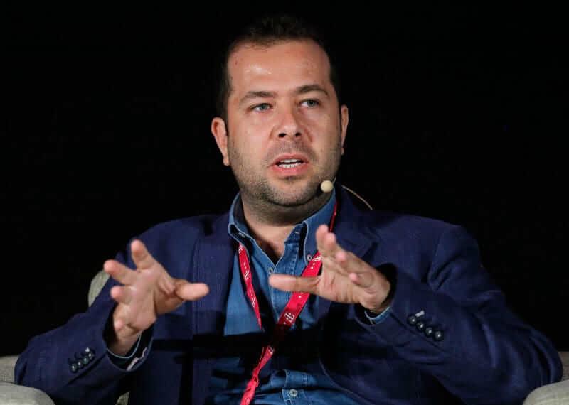 Türk Dizilerini Dünyaya Satan İzzet Pinto'nun İlham Verici Hayat Hikayesi