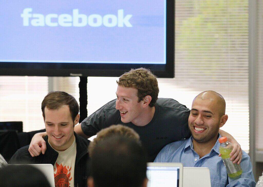 Facebook Kurucusu ve CEO'su Zuckerberg ve Çalışanları