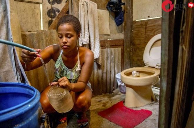 Вижте как изглеждат тоалетните на най-бедните и най-богатите хора в света (снимки)