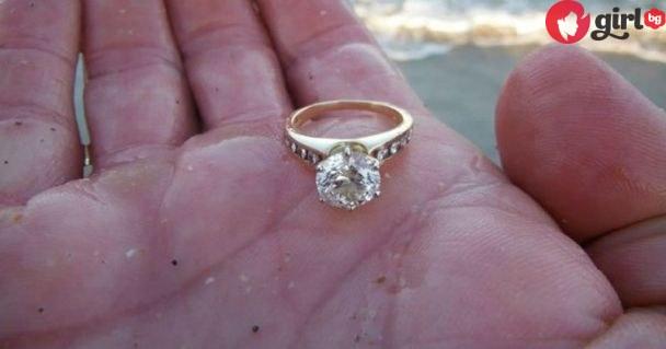Почивайки на морето, момичето намира златен пръстен в пясъка. Вижте какво става после…