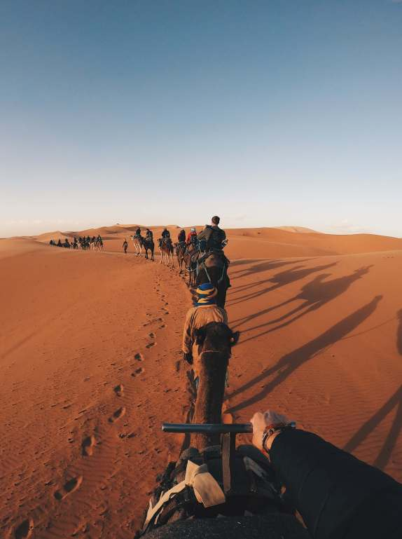 Girl and her kite - travel couple. Tour nel deserto del Sahara marocchino: guida completa