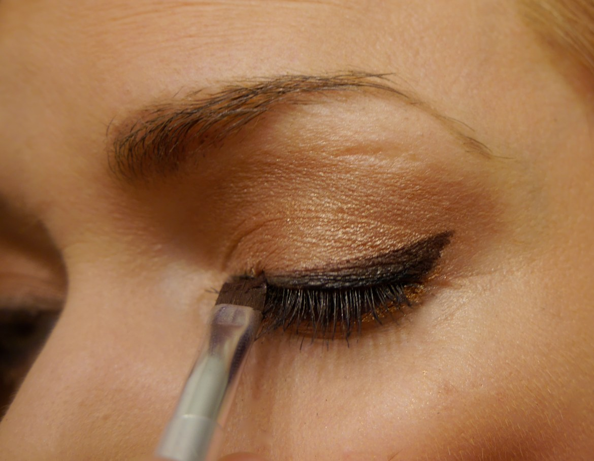 The liner brush is so precise.  I used it to create a crisp cat eye with a chocolate brown eyeshadow.