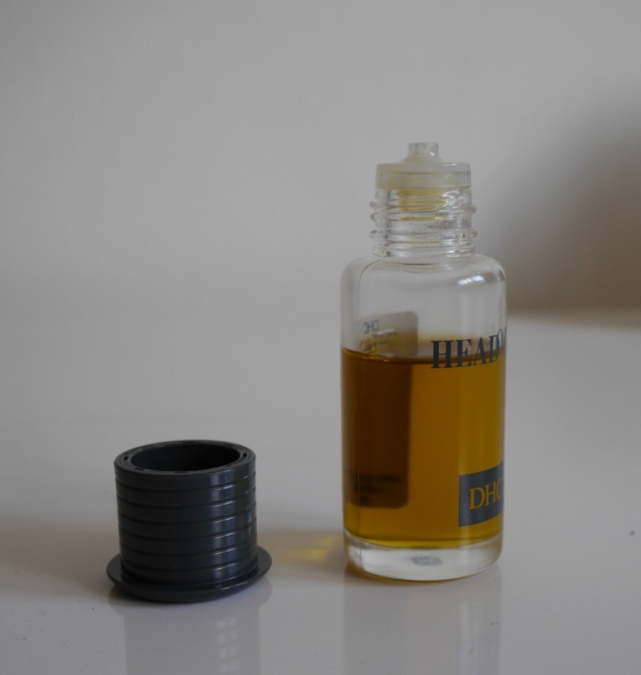 dhc-head-oil-color-soothe-itchy-scalp-review-demo.jpeg