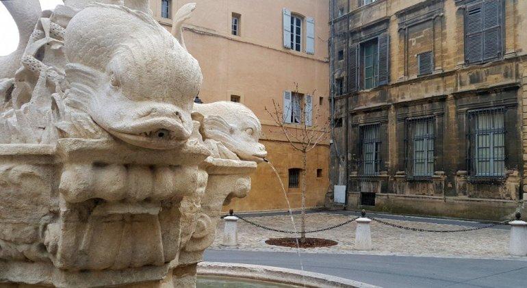 Silent Sunday Aix en Provence - La Place des 4 Dauphins