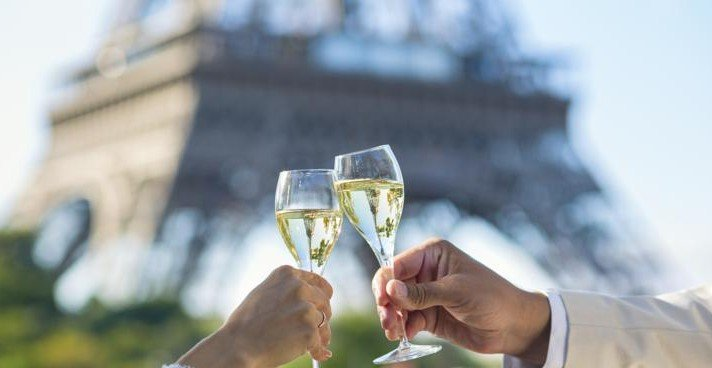 French Champagne - Romance in front of the Eiffel Tower