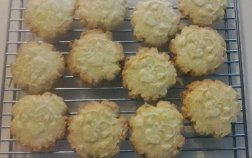 French Butter Cookies - Sablés Normand - Remove from oven when edges are golden brown