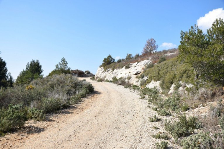Provence's Côte Bleue - long wide path towards Calanque d'Erevine