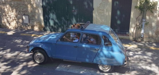 2CV blue open top - Provences Cherry Festival - La Roque d'Anthéron
