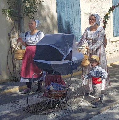 Baby carriage - Provences Cherry Festival - La Roque d'Anthéron