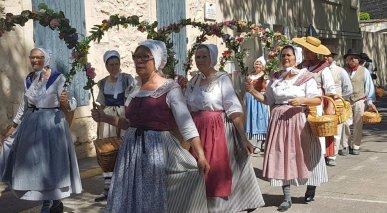Flower hoop dance - Provences Cherry Festival - La Roque d'Anthéron