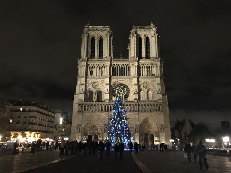 Paris Holiday Season - Notre Dame