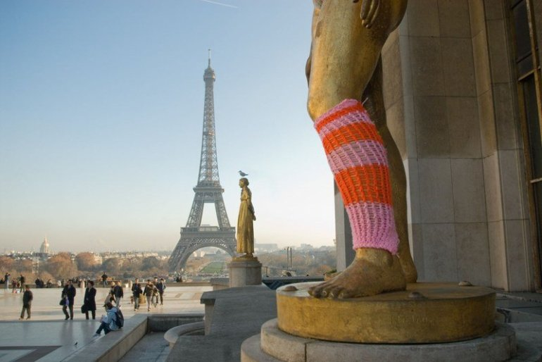 Parisian Street Art - Yarn bombing