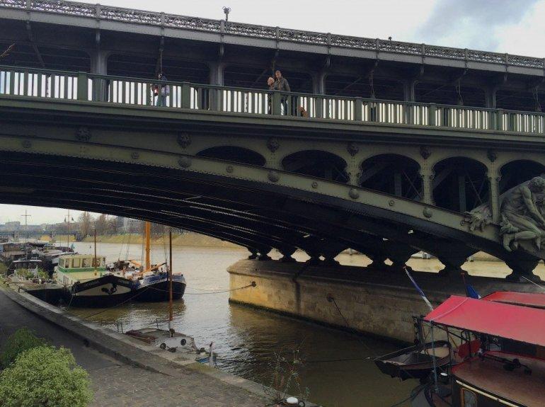 Silent Sunday - Paris barges - pont de Bir-Hakeim