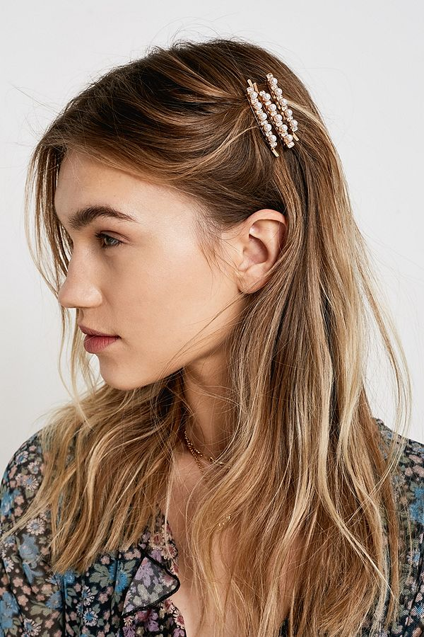WHAT to wear in PARIS - accessorizing with hair clips