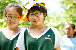 Girl Guides Clean up their Community