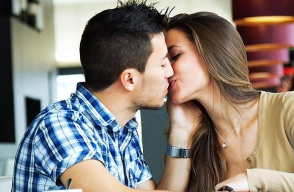 How to Know if Your Girlfriend is Ready to Kiss You