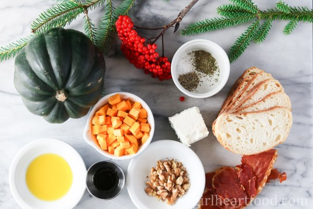 Roasted Acorn Squash Crostini with Crispy Prosciutto and Goat Cheese - girlheartfood.com