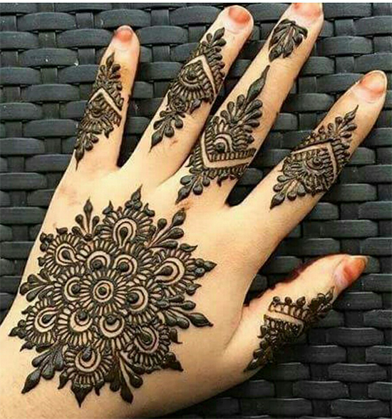 25 Simple And Traditional Circle Mehendi Designs You