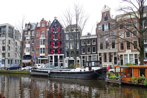 amsterdam-canal-boat-architecture