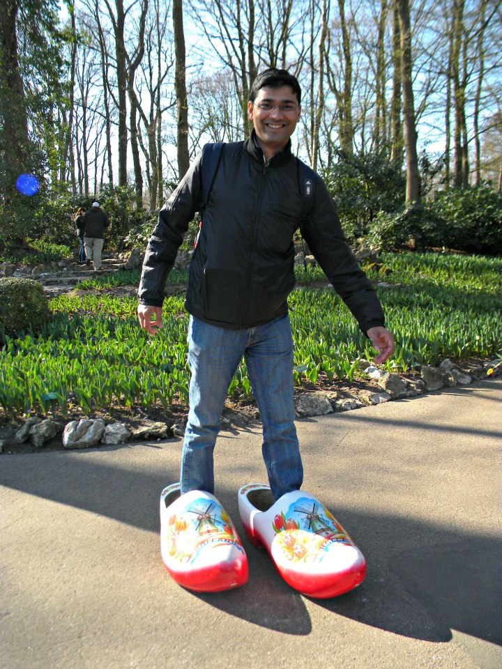 v-in-dutch-clogs-tulip-garden