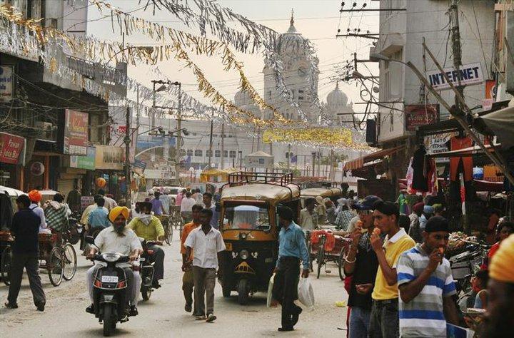 busy-street-amritsar