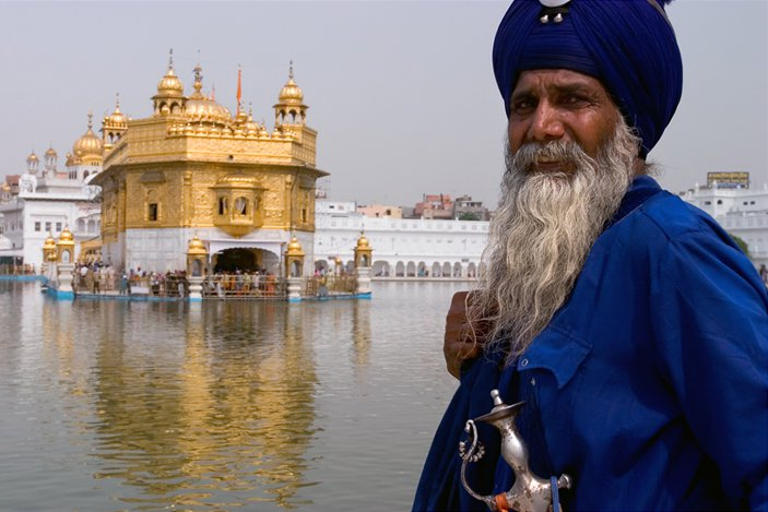 golden-temple-amritsar-turban-man