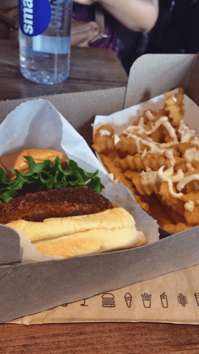 NYC Restaurant Reviews: Is Shake Shack Worth It? - GIRL IN GAMBA