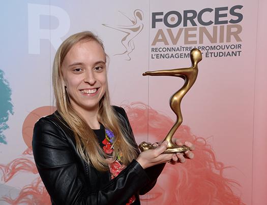 Marie-Philippe Gill avec le trophée Forces Avenir