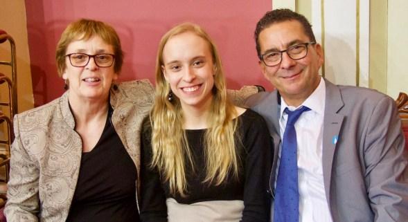 Marie-Philippe Gill avec sa mère et son père.