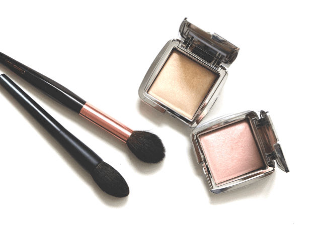 Hourglass Ambient Strobe Lighting Powder in Brilliant and Iridescent