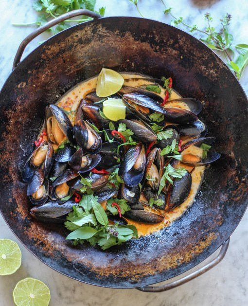 thai curry mussels wok www.girlontherange.com