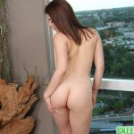 04-kylie-quinn-teen-nude-by-window