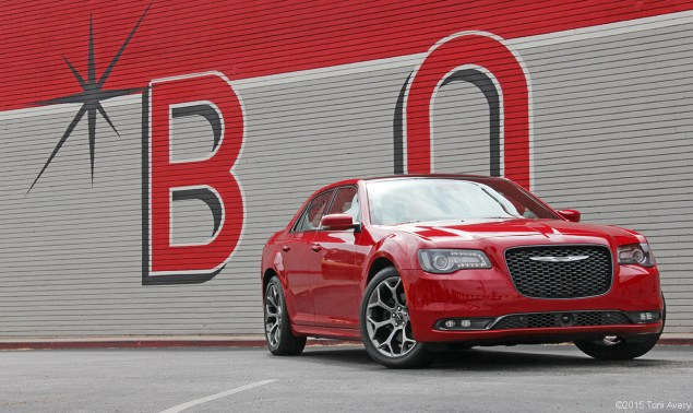 2015 Chrysler 300S front