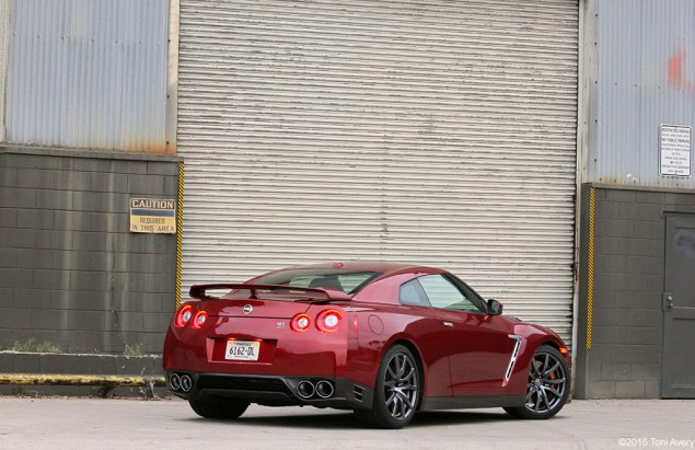2015 Nissan GT-R rear end