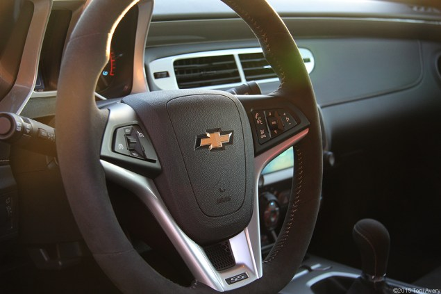 2015 Chevrolet Camaro SS 1LE steering wheel