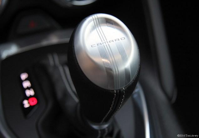 2016 Chevrolet Camaro RS V6 gear shift